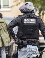 12 juli Arrestatieteam doet inval na vuurwapenmelding Goudsbloemstraat Vlaardingen