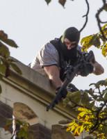27 augustus Arrestatieteam haalt man met mes uit raamkozijn Rotterdam