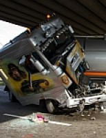 Botsing tussen twee vrachtwagens op de A15