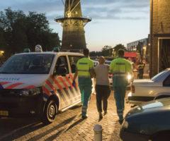31 augustus Dronken man fietst het water in Noordvestsingel Schiedam