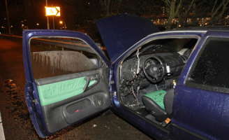 11 december Flinke brand in auto op de A20 Schiedam