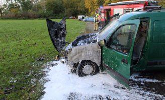 17 november Auto deels uitgebrand op parkeerplaats De Lickebaert Vlaardingen