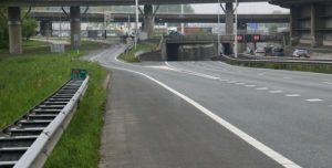 2 mei Geschaarde vrachtwagen blokkeert A20 Rotterdam