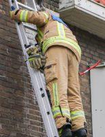 2 maart Brandweer verwijderd gevaarlijke ijspegel Valeriusstraat Vlaardingen