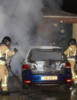 12 april Auto gaat volledig in vlammen op Johan de Wittstraat Vlaardingen
