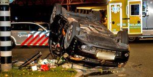 27 september Auto op de kop 's-Gravenlandseweg Schiedam