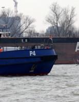 Sleepboot gezonken Op de Lek nabij de Oostdijk