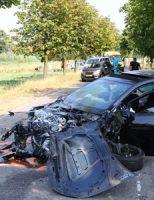25 juli Inzittenden ongedeerd na megaklap tegen bomen Van Boendaleweg Vlaardingen