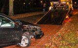 3 december Auto knalt tegen palen en boom Burgemeester van Haarenlaan Schiedam