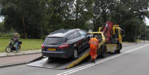30 juli Auto knalt tegen lichtmast Zwanensingel Vlaardingen