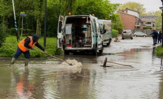 17 mei Straten onder water na gesprongen leiding Dirk de Derdelaan