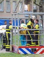 4 april Grote kraan assisteert ambulancedienst Isabellaland Den Haag