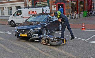 18 oktober Motorrijder gewond bij aanrijding met CD-auto Dr. Kuyperstraat Den Haag